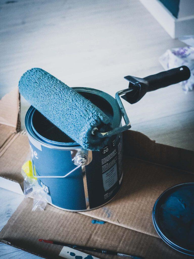 Farba lateksowa czy akrylowa – jaki typ wybrać?