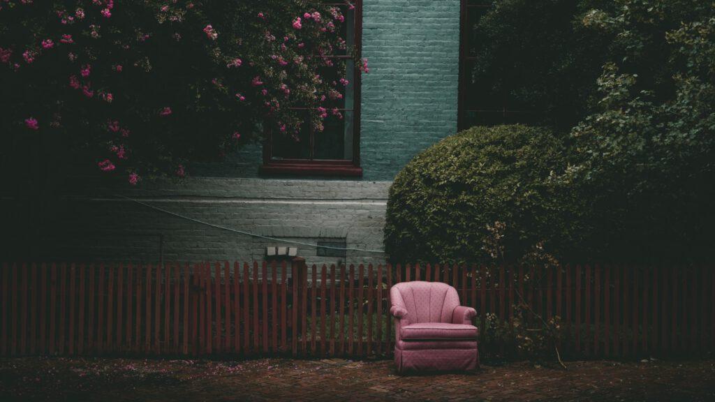 Ponadczasowy mebel – fotel uszak, który nie wychodzi z mody!