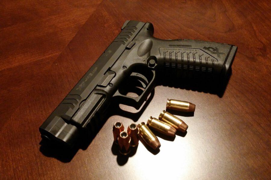Czy w Polsce trzeba mieć pozwolenie na broń palną?