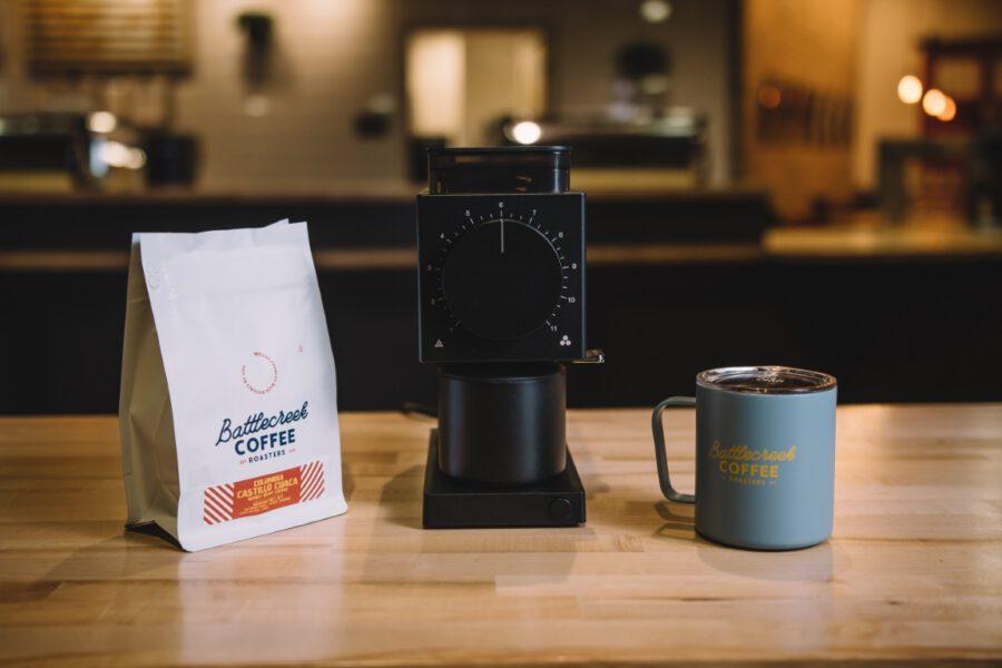 Elektryczny młynek do kawy gwarancją smaku oraz aromatu