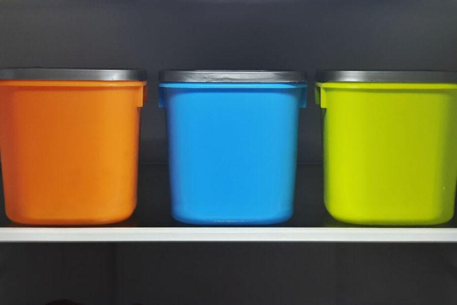 W jakich branżach przydają się pojemniki plastikowe?