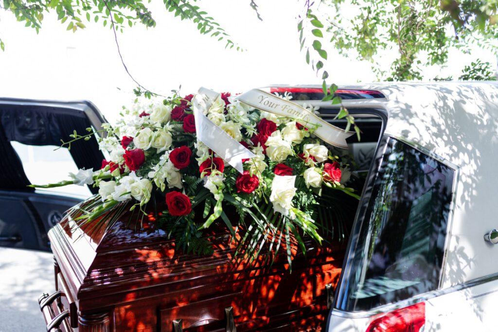Jaki wybrać wieniec pogrzebowy?